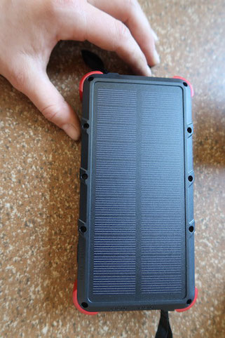 OUTXE Power Bank: Solar Panels