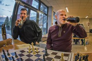 Entspannung nach der Runde: Gerald und Reinhard