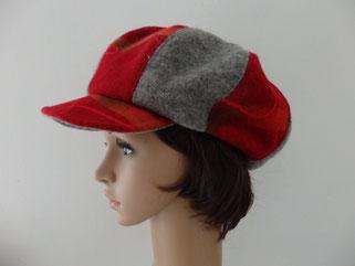 Casquette lainage rouge et grise