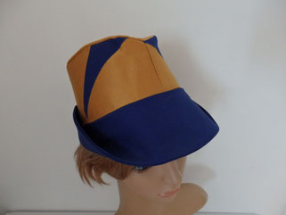 Chapeau trilby bleu et or