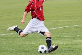 サッカーで足関節を駆使している