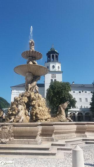 Salzburg Residenzplatz, Residenzbrunnen zwischen Neuer Residenz und Alter Residenz