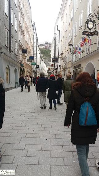 Salzburg Getreidegasse, meistbesuchte Einkaufs- und Flaniermeile