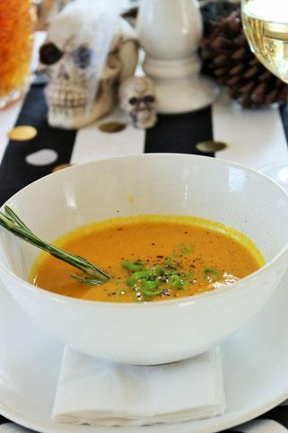 Bild: Kürbis Creme Suppe mit Orangenaft, herbstliches und schnelles Kürbisrezept, gefunden auf Partystories.de
