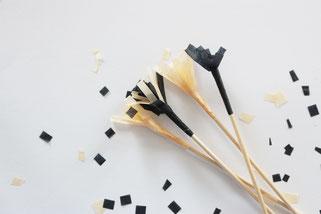 Bild: DIY Deko für die Party oder Hochzeit selber machen - finde kreative Ideen für schöne Dekoration zum selber basteln auf www.partystories.de // DIY Cocktailstäbchen und Kuchentopper basteln mit Seidenpapier Anleitung
