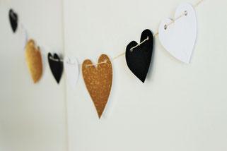 Bild: Ideen Valentinstag schön feiern, DIY Deko als Herz Girlande zum selber machen