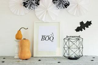 Bild: DIY IDeen für Halloween, Süßigkeiten für Halloween verpacken und selber basteln, Freebie und kostenlose Vorlage für Halloween Poster als Deko mit Halloween Spruch
