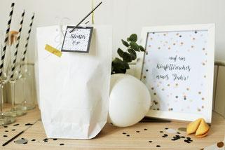 Bild: Ideen für Silvester und die Silvesterparty, Silvester to-go als Gastgeschenk und Geschenkidee mit Glückskeksen, Wunderkerzen und Konfetti