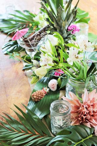 Bild: Ideen für eine Tropical Sommer Party - So einfach eine schöne tropische Party mit DIY Deko, Essen und Getränken für jeden Anlass umsetzen und feiern // tropische DIY Tischdeko // www.partystories.de