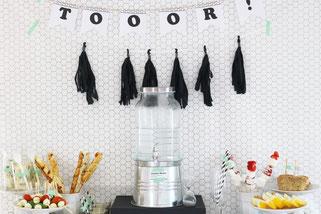 Bild: DIY Deko für die Party oder Hochzeit selber machen - finde kreative Ideen für schöne Dekoration zum selber basteln auf www.partystories.de // Motto Party Ideen Fussball für WM, EM oder Geburtstag