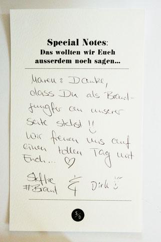 Bild: Idee für DIY Einladung - eine kreative und individuelle Einladung für die Hochzeit oder Party selber machen, zum Beispiel auf dem Klemmbrett, mit vielen DIY Tipps und Tricks, gefunden auf www.partystories.de
