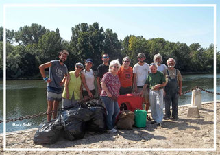Opération de nettoyage des bords de Loire avec l'équipe Solidex