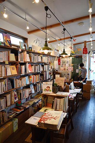 最終日。鎌倉では「books moblo」さんへ。なんと翌日がブックカーニバルの日だった・・・