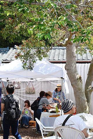 手芸雑貨を並べるトネリコ舎さん。木更津の「カフェノタビ」でもご一緒でした