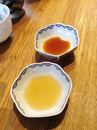 通常の醤油(上)と米醤油(下)を嘗め比べます。米醤油は仄かな吟醸香のような香りがあり軽やかな印象ながら引きのあるうま味を奏でます。刺身にマッチしそうな味わいです