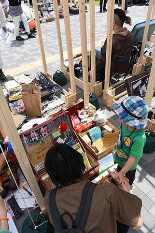 今年の6月に行われた佐倉城下町一箱古本市の様子です
