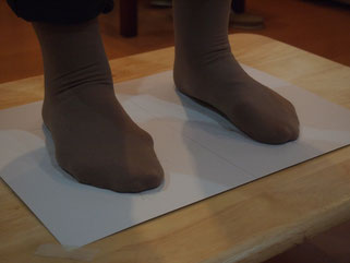 外反簿居の足