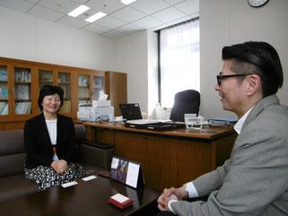 和やか意見を交換する古澤氏と伊藤