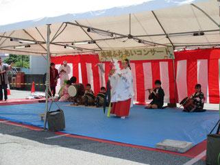 三橋一丁目獅子連のステージ