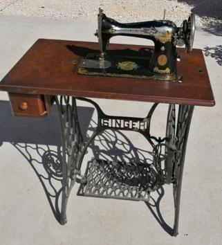 location vieille machine à coudre décoration vintage Marseille Provence