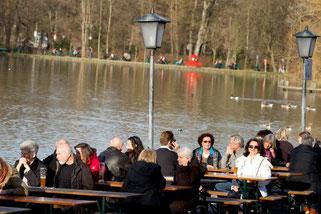 T-Shirt-Wetter in Bayern; mit über 20°C ist es der wärmste Heiligabend der Geschichte, in München öffnen sogar die Biergärten