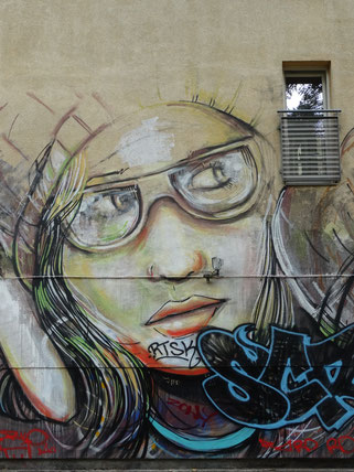 Alice Pasquini Suspended Graffiti Berlin Streetart Street Art Urban art Spraypaint Sprayer Streetstyle Streetwriting Loomit Banksy WON ABC Warschauer Straße East Side Gallery