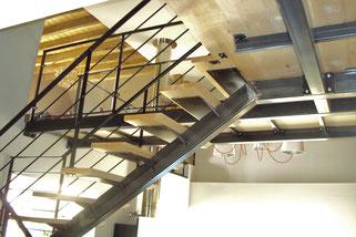 passerelle métallique escalier d'intérieur, fait sur mesure, made in France