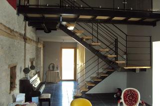 escalier métallique avec passerelle sur mesure
