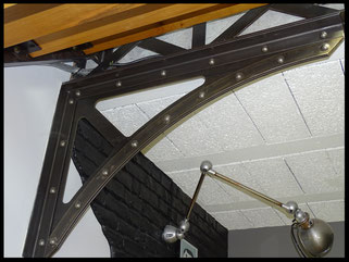 Equerre métallique sur mesure avec rivets.