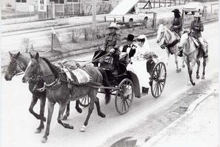 2代目夫婦の結婚式は知人による馬車パレード