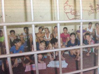 ラック(公的保護施設)に収容された子ども達