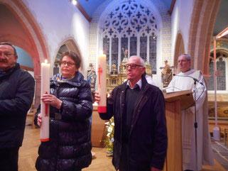 9-La remise des cierges aux représentants de chaque clocher