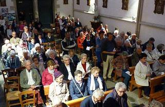 Une assemblée priante et attentive