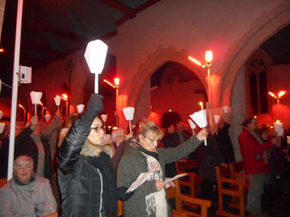 L'église de Plougasnou, illuminée par les lumignons Pascal