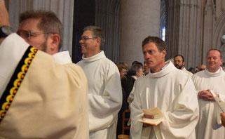 Philippe Chaperon a son entrée dans la cathédrale St Corentin de Quimper.