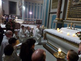 En fin de cérémonie, temps d'adoration silencieuse (St Mathieu)