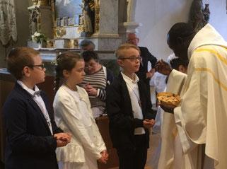 Première communion, donnée par le P. Yves.