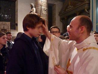 7-... avant de recevoir l'onction avec le Saint Chrême