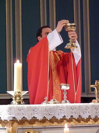 6-La communion (avec les hosties consacrées la veille)