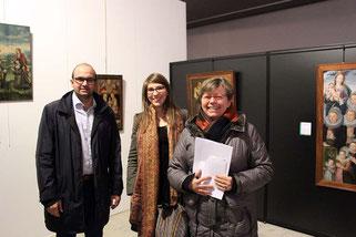 """Photo F.L. /   Aurélien Dovergne (adjoint à la culture), Agathe Jagerschmidt (conservatrice du musée), Brigitte Bousquet (présidente des Amis du musée) lors de la première conférence du cycle """"L'objet du mois""""."""