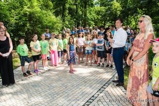 """Kinder der 24. Grundschule haben mit einem Lied die Umbenennung ihrer Schule in """"Schule am Gutspark"""" gefordert. Fotos: Ludo Van den Bogaert"""