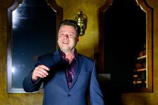 Zauberer und Zauberkünstler in Mainz - Sebastian Sener - verzaubert mit seinen Zaubertricks