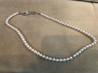 母がこのネックレスをつけてお出かけできる、そんな日が一日もはやく戻ってくることを願って。