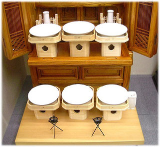 神徒壇に三宝・白皿をお飾りしたイメージです