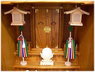 神徒壇に吊灯篭・真榊・御神鏡をお飾りしたイメージ