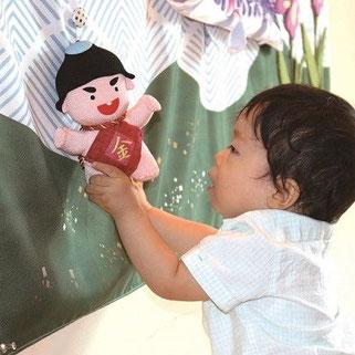 キャンバス鯉のぼり 金太郎ぬいぐるみを飾る