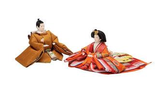 ひな人形 親王揃いと金沢箔の六曲屏風、赤紫の毛氈