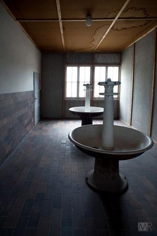 Ricostruzione dei bagni per i prigionieri del campo di Dachau