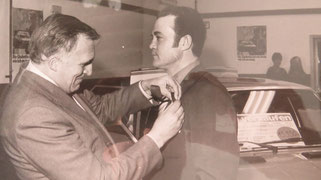 Bei der Einweihung im Jahr 1977 wurde Herr Giovanni D´Onofrio von Dr. Maffei mit der Goldenen Nadel für seine besondere Leistung ausgezeichnet