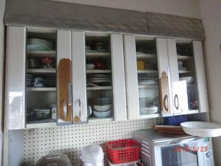 食器棚の扉枠の修理
